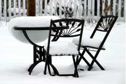 Stuhl im Schnee